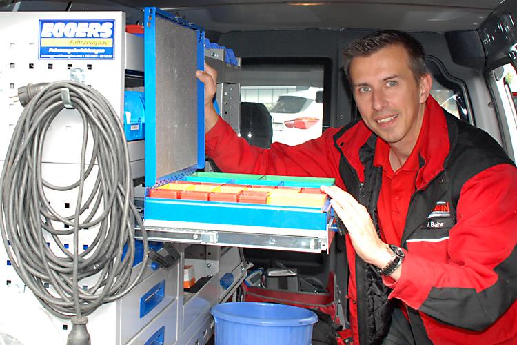 Symbolbild_Auftragsarbeite_Telekommunikation_Kundendienst_Arbeitsmaterial_Netzanbieter_EWE TEL